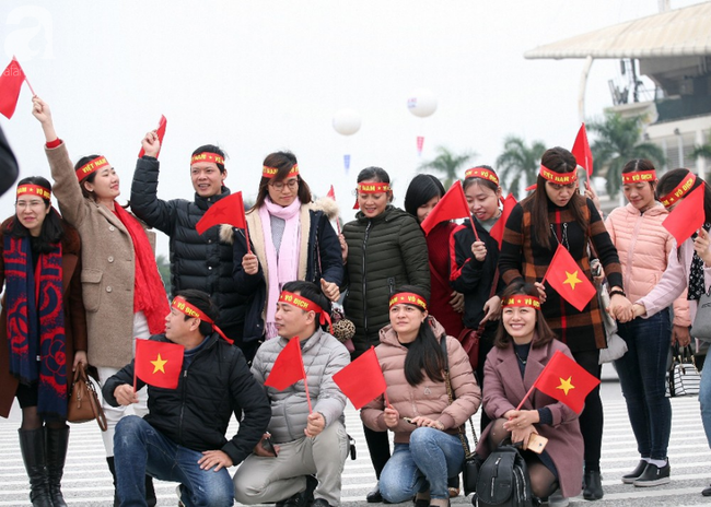 Hàng nghìn CĐV đã đến SVĐ Mỹ Đình sớm sẵn sàng tiếp lửa cho đội tuyển Việt Nam-13