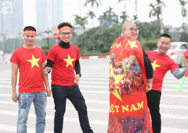 Hàng nghìn CĐV đã đến SVĐ Mỹ Đình sớm sẵn sàng tiếp lửa cho đội tuyển Việt Nam-16