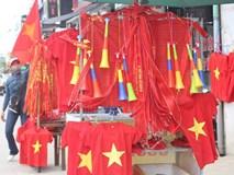 10 năm có 1 ngày: Cờ Tổ quốc cháy hàng trong ngày chung kết AFF Cup