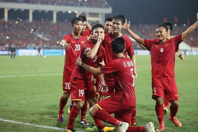 Hội chị em nặng nghiệp tự nguyện không xem trận chung kết lượt về AFF Cup vì... cứ xem là thua-1