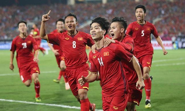 Vợ đẻ đúng ngày chung kết AFF Cup, bố trẻ họ Trịnh nhận cái kết bất ngờ khi nhờ dân mạng đặt tên cho con-2