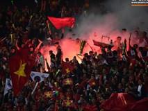 Pháo sáng lại cháy trên khán đài Mỹ Đình, LĐBĐ Việt Nam đối diện nguy cơ bị phạt