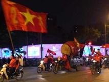 CĐV đổ ra đường ăn mừng tuyển Việt Nam vô địch AFF Cup 2018