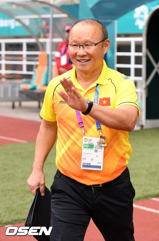 Vinh quang đầy chông gai của Park Hang-seo: Từ HLV đội bóng hạng 3 mờ nhạt đến niềm tự hào của cả Hàn Quốc-1