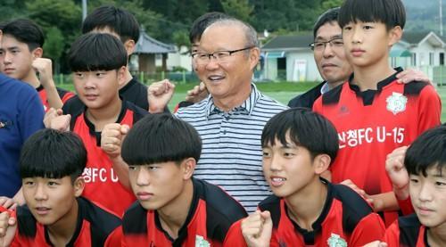 Vinh quang đầy chông gai của Park Hang-seo: Từ HLV đội bóng hạng 3 mờ nhạt đến niềm tự hào của cả Hàn Quốc-9