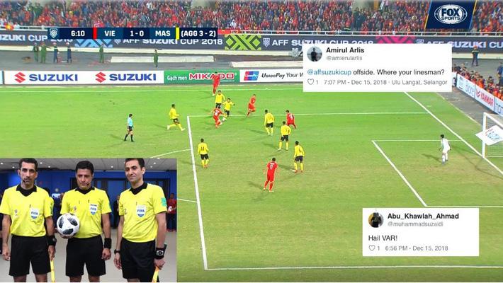 CĐV Malaysia nổi điên với trọng tài, cho rằng Việt Nam ghi bàn trong thế việt vị-2