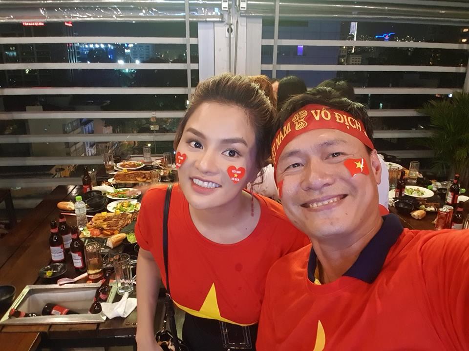 Siêu mẫu tặng 2 tỷ cho đội tuyển Việt Nam sau vô địch AFF Cup là ai?