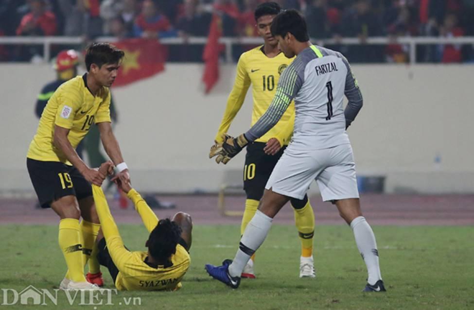 Ảnh: Cầu thủ Malaysia đổ gục sau trận thua Việt Nam-1