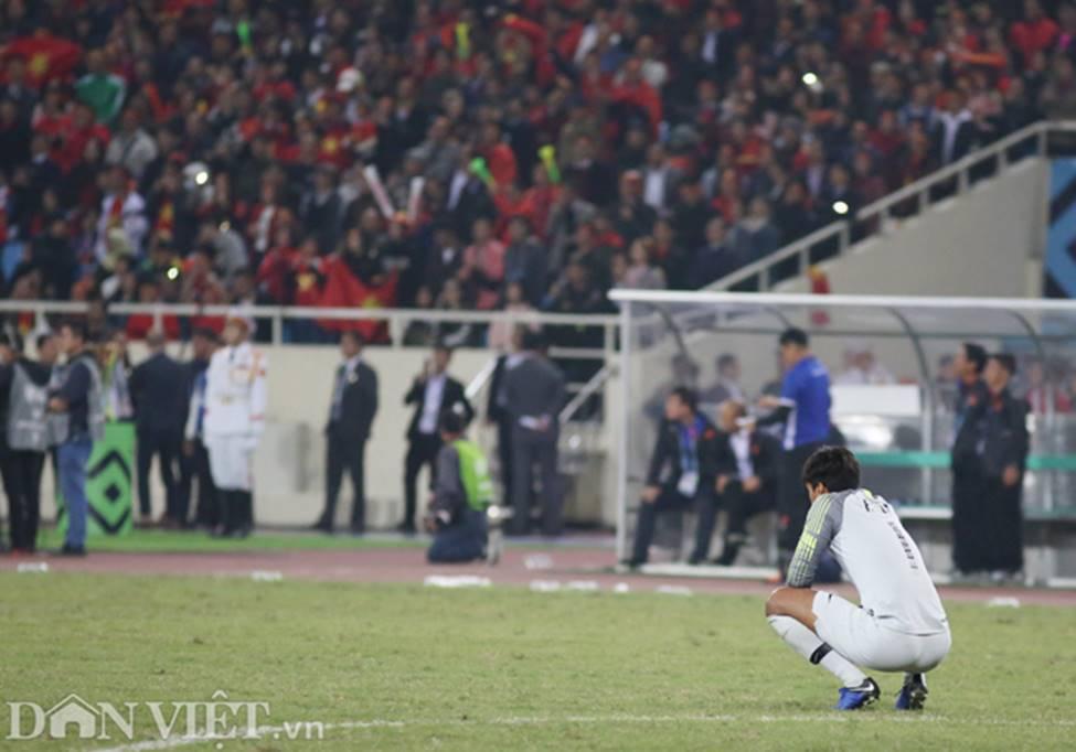 Ảnh: Cầu thủ Malaysia đổ gục sau trận thua Việt Nam-2