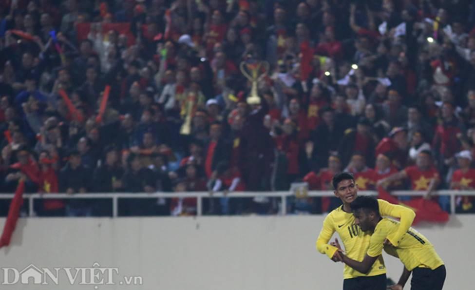 Ảnh: Cầu thủ Malaysia đổ gục sau trận thua Việt Nam-3