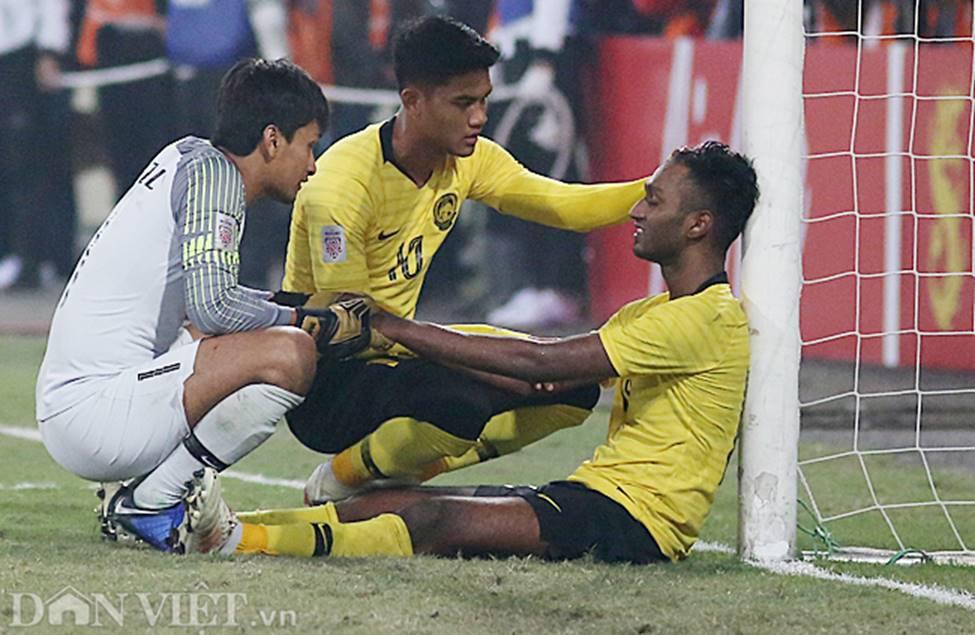 Ảnh: Cầu thủ Malaysia đổ gục sau trận thua Việt Nam-6
