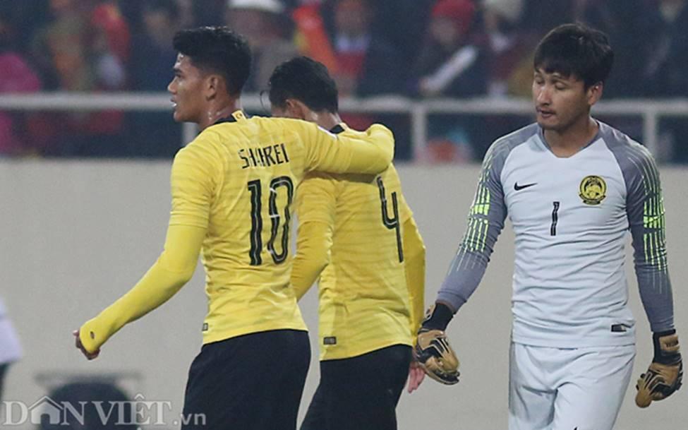 Ảnh: Cầu thủ Malaysia đổ gục sau trận thua Việt Nam-7