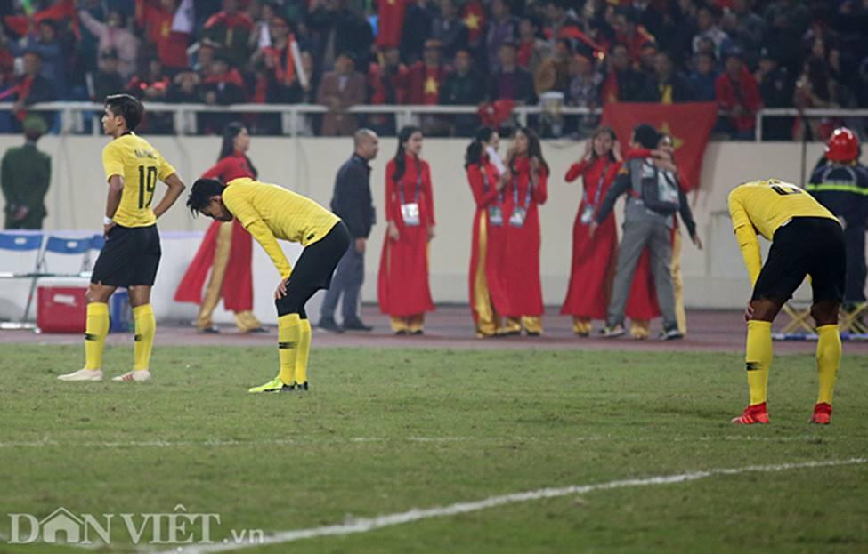 Ảnh: Cầu thủ Malaysia đổ gục sau trận thua Việt Nam-8