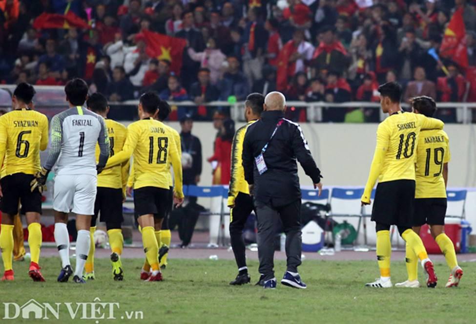 Ảnh: Cầu thủ Malaysia đổ gục sau trận thua Việt Nam-9