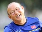 Loạt sắc thái của HLV Park Hang-seo được đài SBS ưu ái thực hiện: Lúc gắt gao chỉ đạo học trò, khi tươi cười vẫy tay đáng yêu hết nấc-7