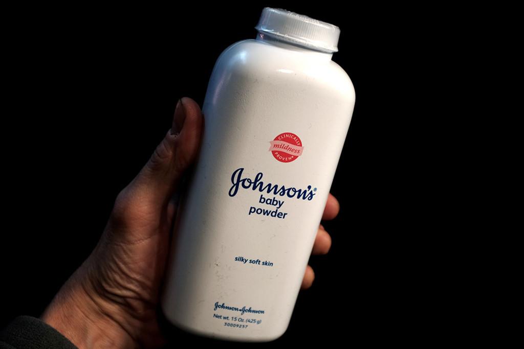 Johnson & Johnson giấu thông tin phấn rôm chứa chất gây ung thư?-2