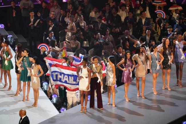 Điều đặc biệt nhất chung kết Miss Universe 2018: Giữa rừng váy dạ hội, HHen Niê một mình một kiểu với set đồ này-2