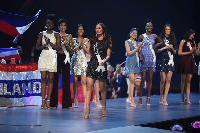 Điều đặc biệt nhất chung kết Miss Universe 2018: Giữa rừng váy dạ hội, HHen Niê một mình một kiểu với set đồ này-4