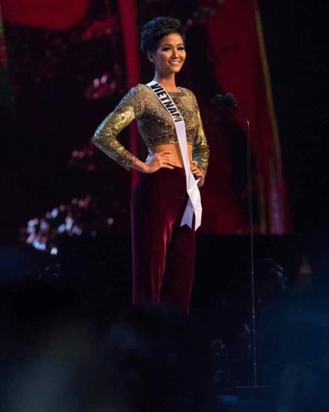 Điều đặc biệt nhất chung kết Miss Universe 2018: Giữa rừng váy dạ hội, HHen Niê một mình một kiểu với set đồ này-5