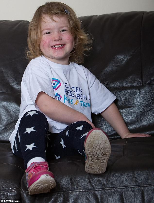 Bố thấy con gái ngủ gật trên ghế đu dễ thương nên chụp ảnh, ngờ đâu đó là dấu hiệu của căn bệnh tử thần-6
