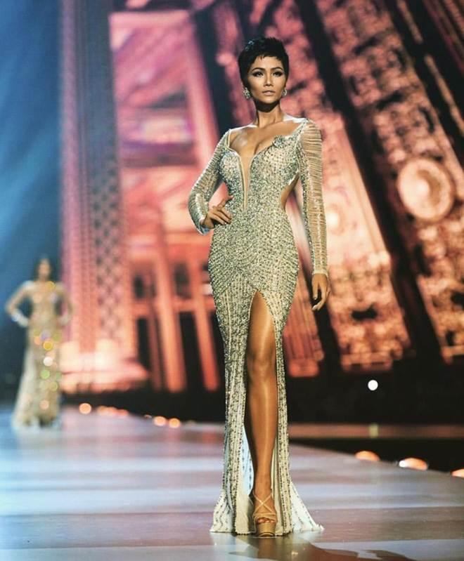 Cận cảnh chiếc váy 3000 viên đá quý như kim cương giúp HHen Niê làm nên kỳ tích-1