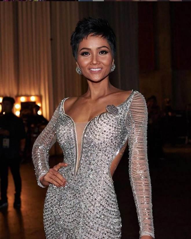 Cận cảnh chiếc váy 3000 viên đá quý như kim cương giúp HHen Niê làm nên kỳ tích-2