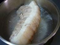 Khi luộc thịt lợn để thơm ngọt, không bị hôi và chín đều lại loại được mọi chất độc cho thêm thứ này vào