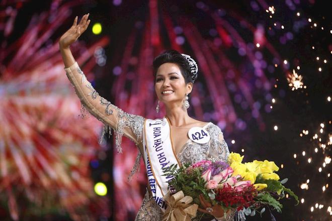 Hhen Niê: Cô gái chăn bò, sống nghèo khổ tạo nên kỳ tích chưa từng có trong lịch sử hoa hậu-5