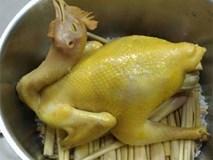 Mẹ trổ tài làm món gà hấp bia thơm ngon, mềm ngọt cho cả nhà đổi vị