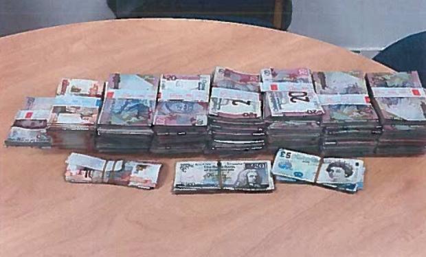 Từ clip em bé nghịch cọc tiền trên MXH, cảnh sát Anh triệt phá băng nhóm người Việt trồng cần sa trị giá triệu đô-2