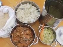 Trường bị phụ huynh lẻn vào xem bữa ăn của con: Nền nhà phát nổ khi phòng GD-ĐT đến làm việc
