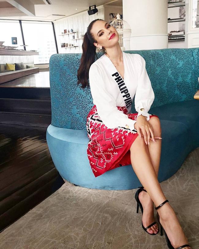 Style của tân Hoa hậu Hoàn vũ Catriona Gray: từ đầu đến cuối đều lộng lẫy như bà hoàng-7