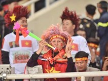CĐV Việt Nam kêu gọi cấm kèn vuvuzela, trả lại bầu không khí trong sạch cho sân Mỹ Đình, đồng thời học hỏi cách cổ vũ chuyên nghiệp của Malaysia