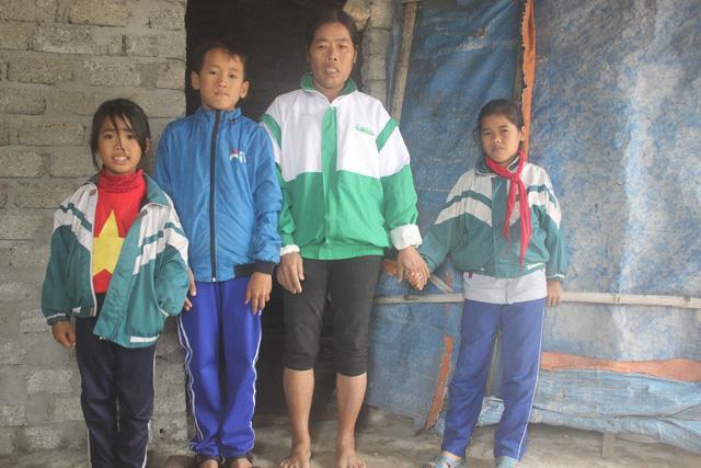 Xót xa người đàn bà nuôi 3 con nhỏ giữa nghĩa địa-3