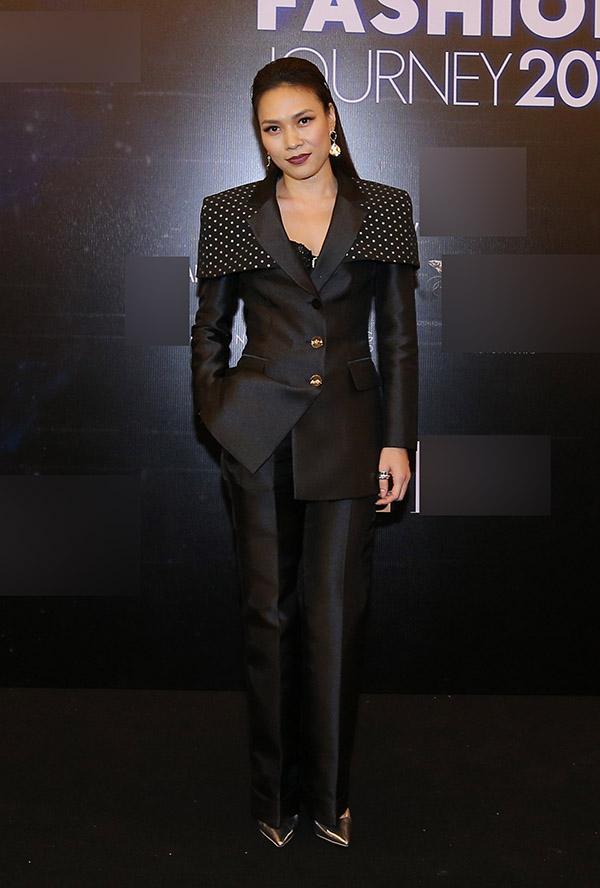 Thử đổi phong cách, Mỹ Tâm dắt tay Phượng Chanel đứng đầu danh sách SAO MẶC XẤU tuần qua-4