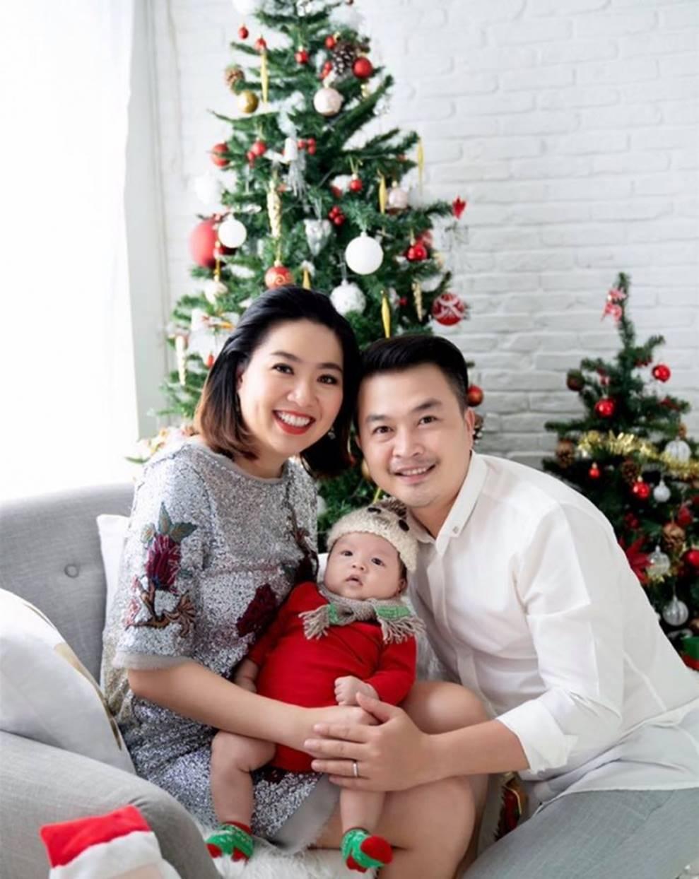 Vợ chồng Lê Khánh thực hiện bộ ảnh ý nghĩa trong lần đầu tiên con trai được đón Noel-2