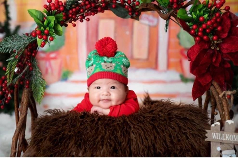Vợ chồng Lê Khánh thực hiện bộ ảnh ý nghĩa trong lần đầu tiên con trai được đón Noel-7