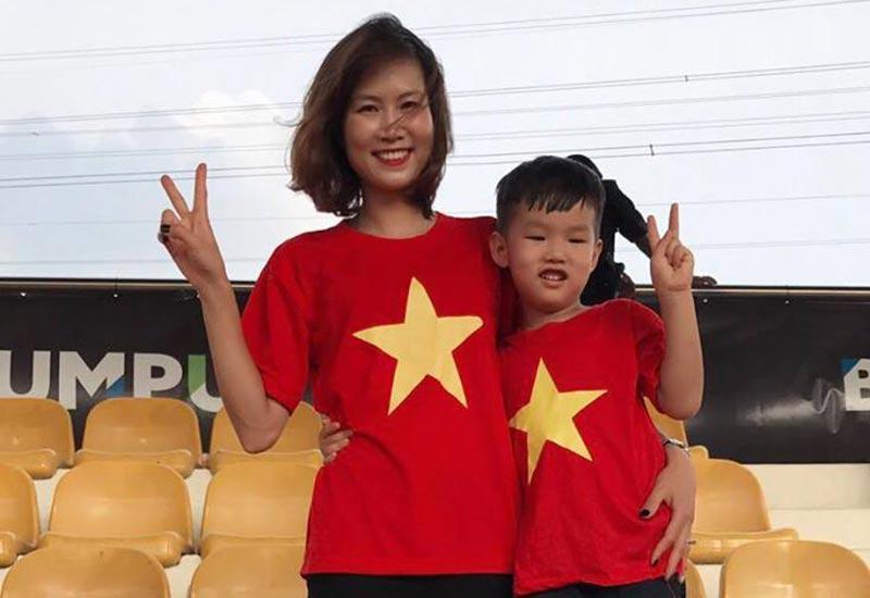 Rời sân cỏ, cảnh làm mẹ của hotgirl làng bóng, Quả bóng vàng Việt 2008 ra sao sau 10 năm?-6