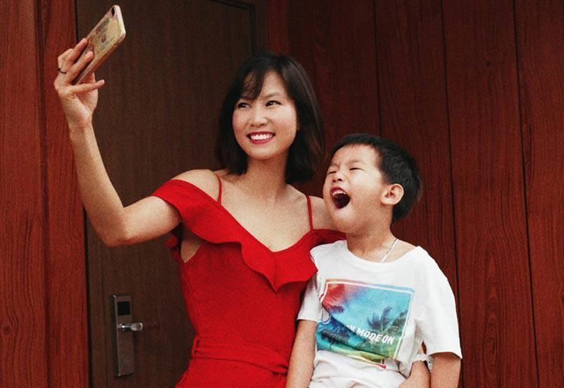 Rời sân cỏ, cảnh làm mẹ của hotgirl làng bóng, Quả bóng vàng Việt 2008 ra sao sau 10 năm?-7