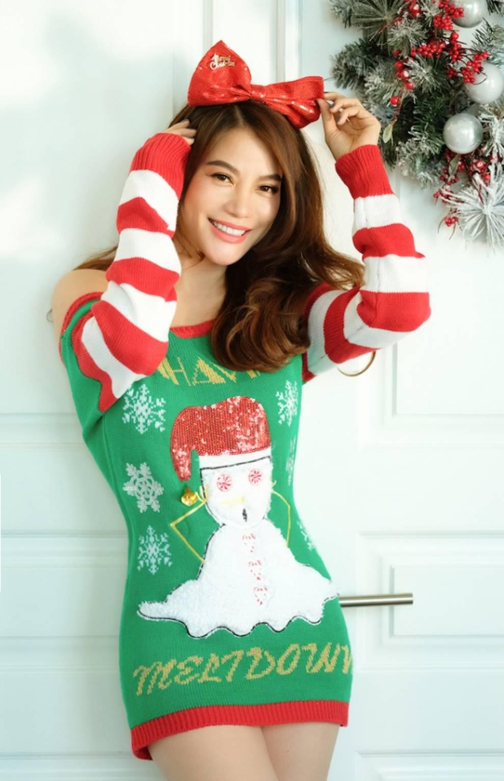 Trương Ngọc Ánh khoe vẻ gợi cảm, đón Giáng sinh sớm cùng con gái Bảo Tiên-1