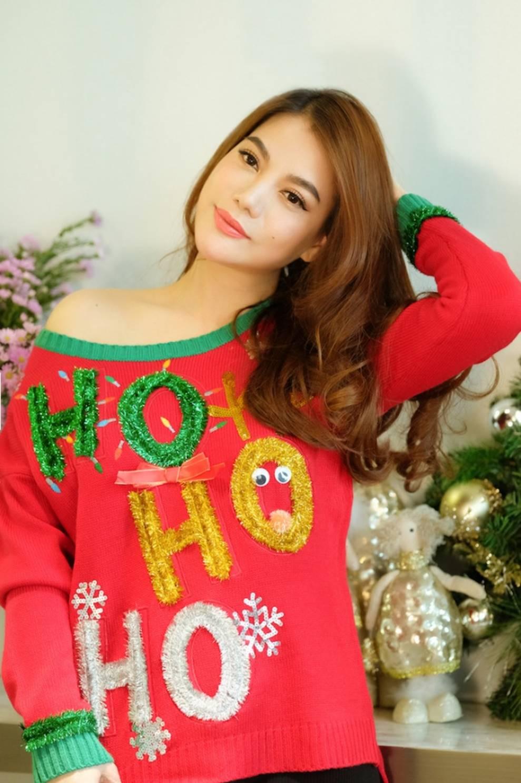 Trương Ngọc Ánh khoe vẻ gợi cảm, đón Giáng sinh sớm cùng con gái Bảo Tiên-2