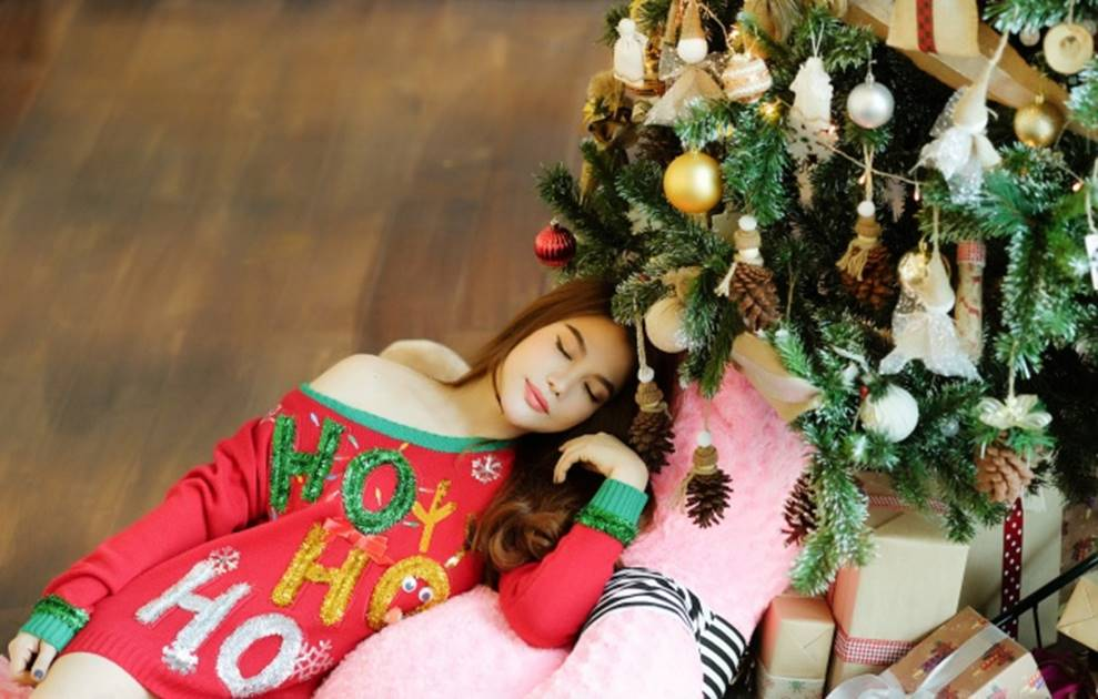 Trương Ngọc Ánh khoe vẻ gợi cảm, đón Giáng sinh sớm cùng con gái Bảo Tiên-3