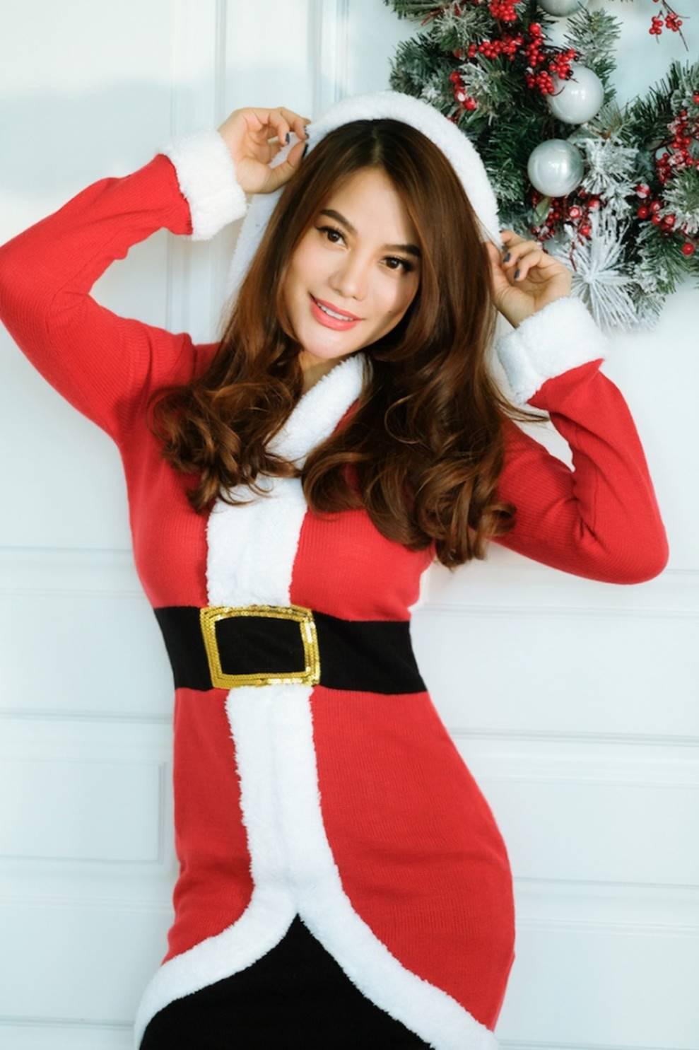 Trương Ngọc Ánh khoe vẻ gợi cảm, đón Giáng sinh sớm cùng con gái Bảo Tiên-4