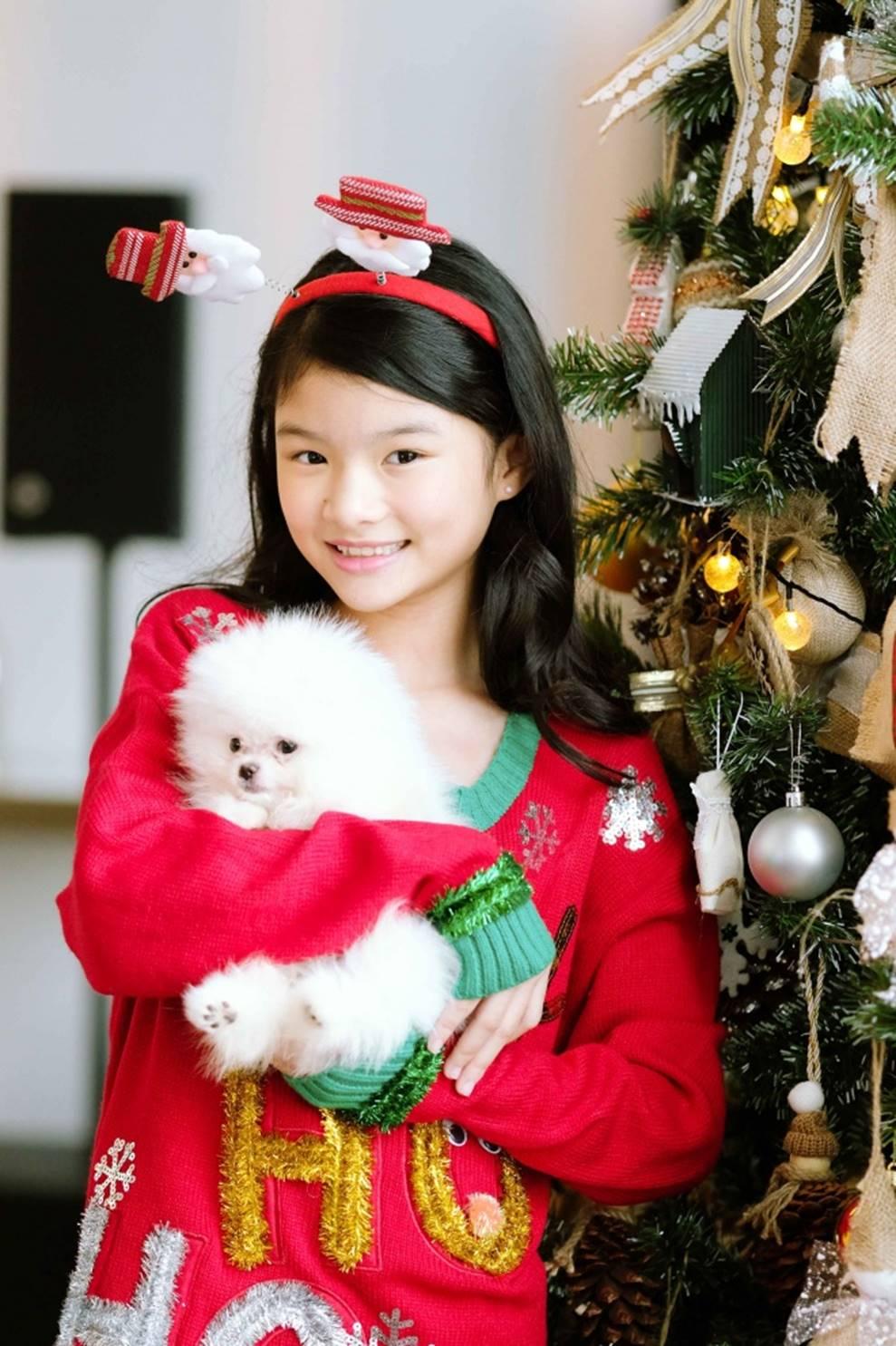 Trương Ngọc Ánh khoe vẻ gợi cảm, đón Giáng sinh sớm cùng con gái Bảo Tiên-6