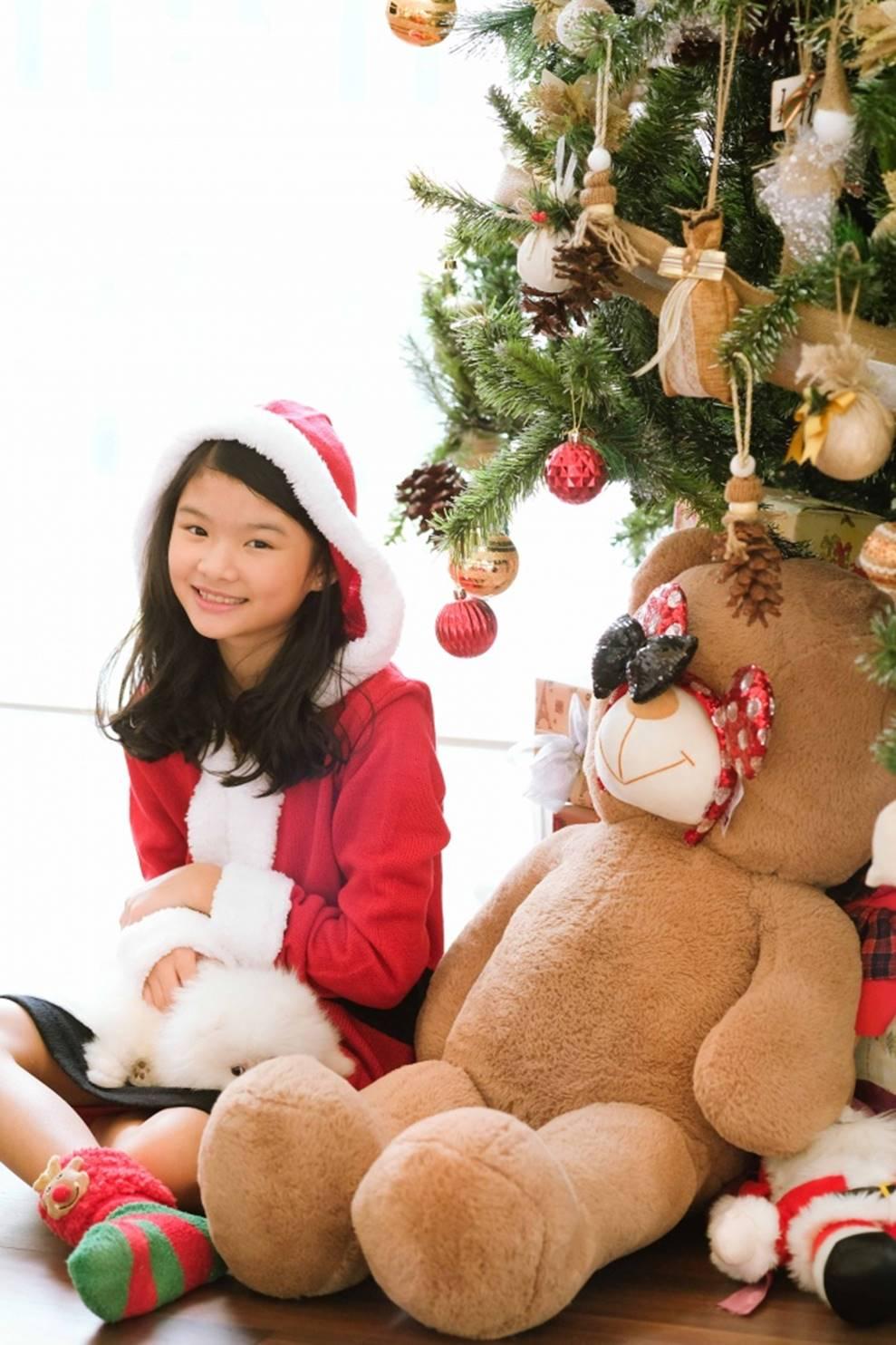 Trương Ngọc Ánh khoe vẻ gợi cảm, đón Giáng sinh sớm cùng con gái Bảo Tiên-9