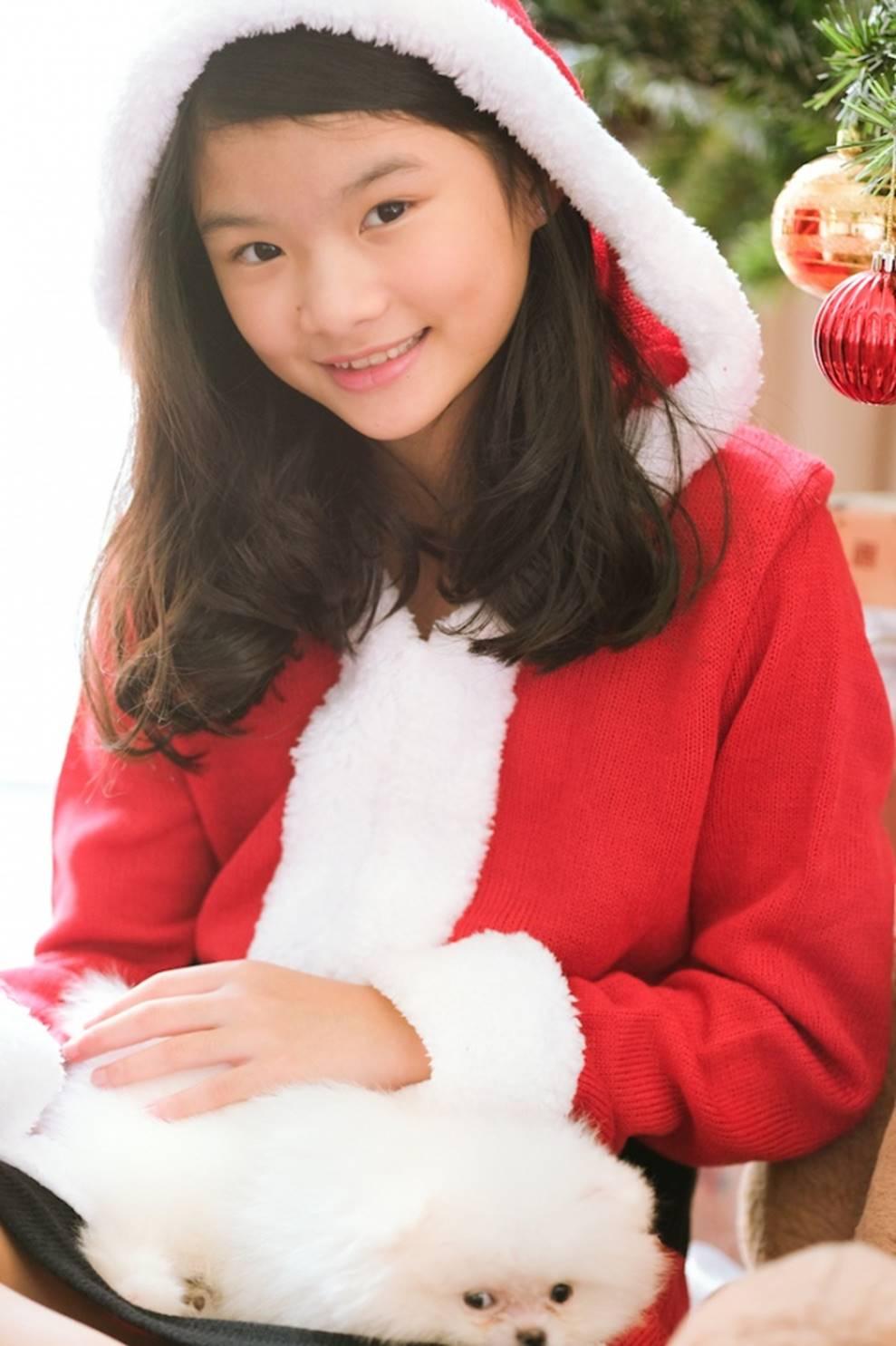 Trương Ngọc Ánh khoe vẻ gợi cảm, đón Giáng sinh sớm cùng con gái Bảo Tiên-10