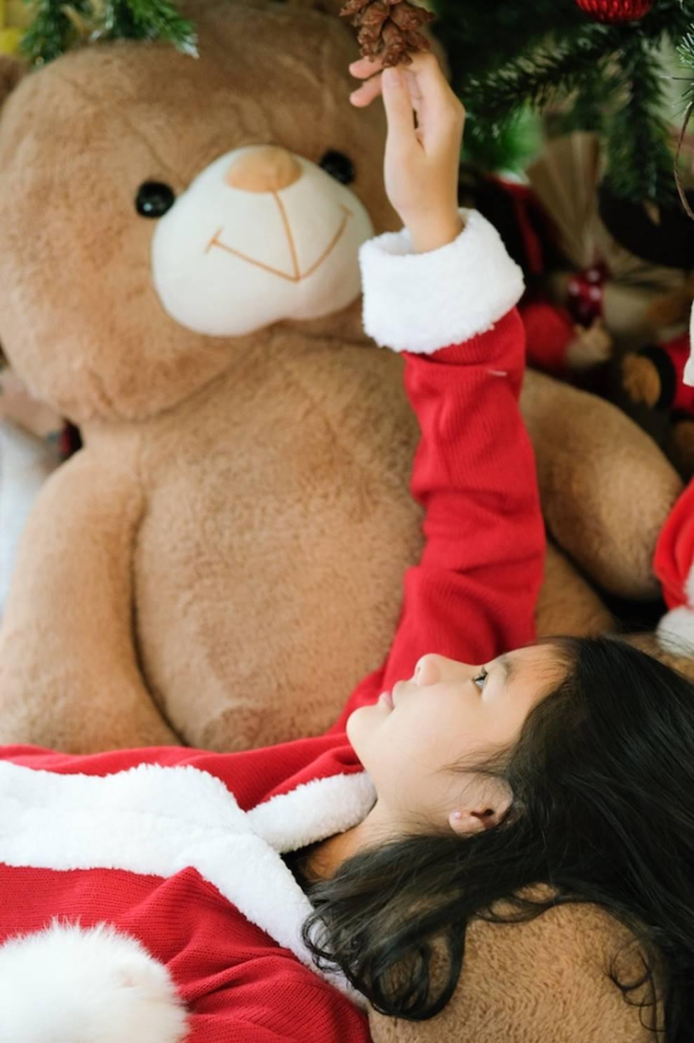 Trương Ngọc Ánh khoe vẻ gợi cảm, đón Giáng sinh sớm cùng con gái Bảo Tiên-11