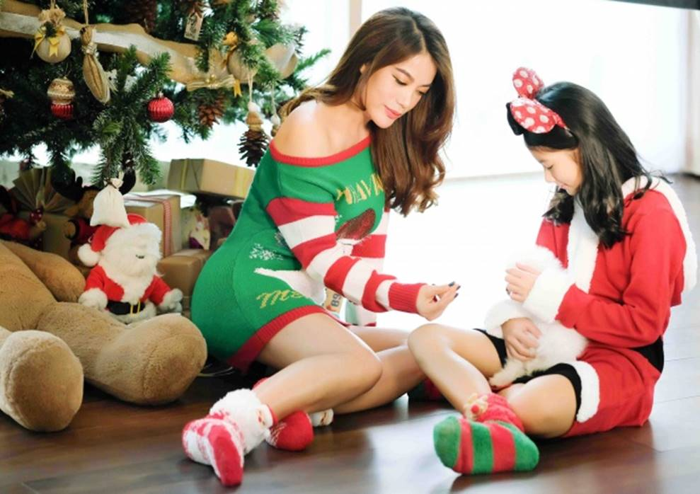 Trương Ngọc Ánh khoe vẻ gợi cảm, đón Giáng sinh sớm cùng con gái Bảo Tiên-14
