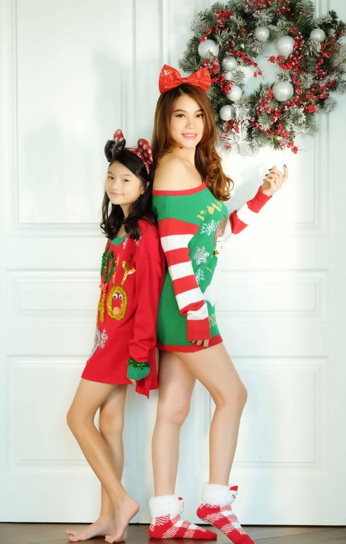 Trương Ngọc Ánh khoe vẻ gợi cảm, đón Giáng sinh sớm cùng con gái Bảo Tiên-15