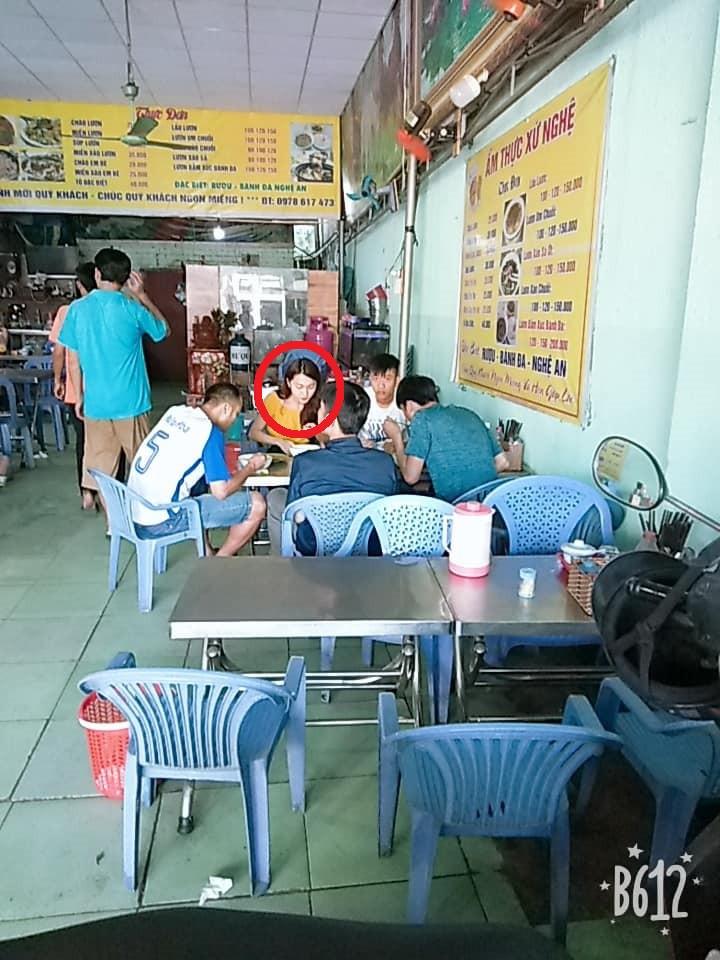 Phan Văn Đức cùng bạn gái tin đồn Ngọc Nữ bị bắt gặp cùng nhau đi ăn ở Sài Gòn-3